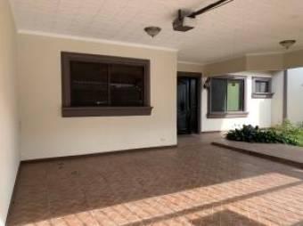 Casa de una Planta en Venta en San Joaquin Heredia 3 Habitaciones  Patio, 250 mt2  19-1021