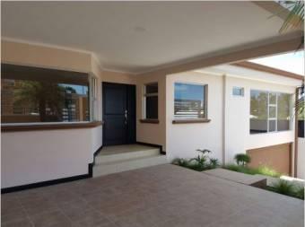 TERRAQUEA Espectacular casa de  una planta con 5 habitaciones en Pinares