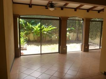 TERRAQUEA Beautiful and Cosy house in gated community just 3 kms from Liberia