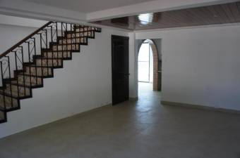 Hermosa y amplia casa ( no paga cuota condominal) en los laureles San Rafael de Escazu 19-1588