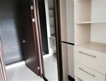 Se renta apartamento moderno amoblado en exclusivo Condominio en Santa Ana 20-53