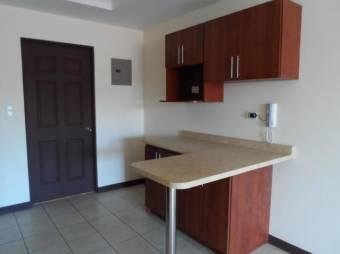 Viva en condominio en amplio apartamento RAH 191669