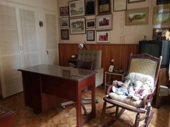 CG-20-486.  Preciosa y Cómoda Casa en Rohrmoser.  En Venta