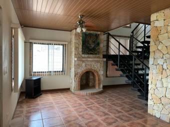 CG-20-1983.  Preciosa y Moderna  Casa en GUALaGarita.  En Venta