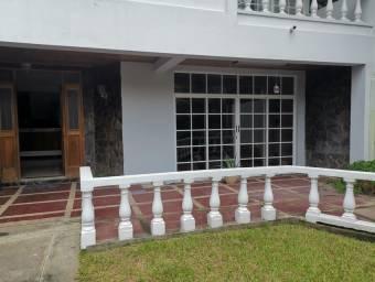 se vende espaciosa casa en santa ana piedades 20-1754