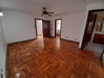 se vende espaciosa casa con terraza en Lindora 20-1955