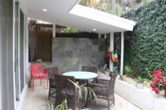 Venta de Casa en Guachipelín, Escazú. 20-745a