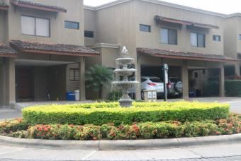 Venta de Casa en Pozos, Santa Ana. 20-793a