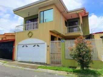 se vende espaciosa casa con 3 balcones y espacioso patio