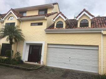 se vende casa de 5 habitaciones en san Rafael Escazú 20-788