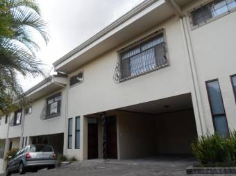 se vende espacios casa con patio en el centro de san rafael de escazu 20-636