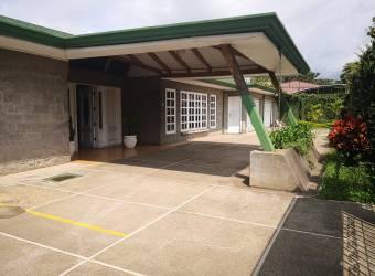 CityMax alquila amplia casa  en Escazú Distrito 4, con uso de suelo comercial