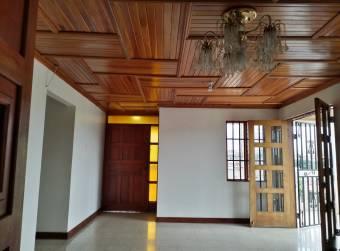 CityMax vende amplia Casa con uso de suelo comercial en LLorente de Tibás