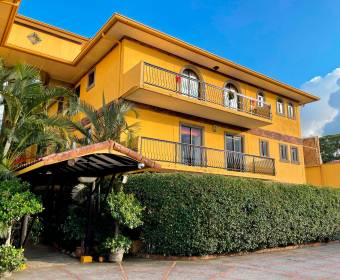 Beautiful condominium apartment in Escazú. BANK AUCTION.